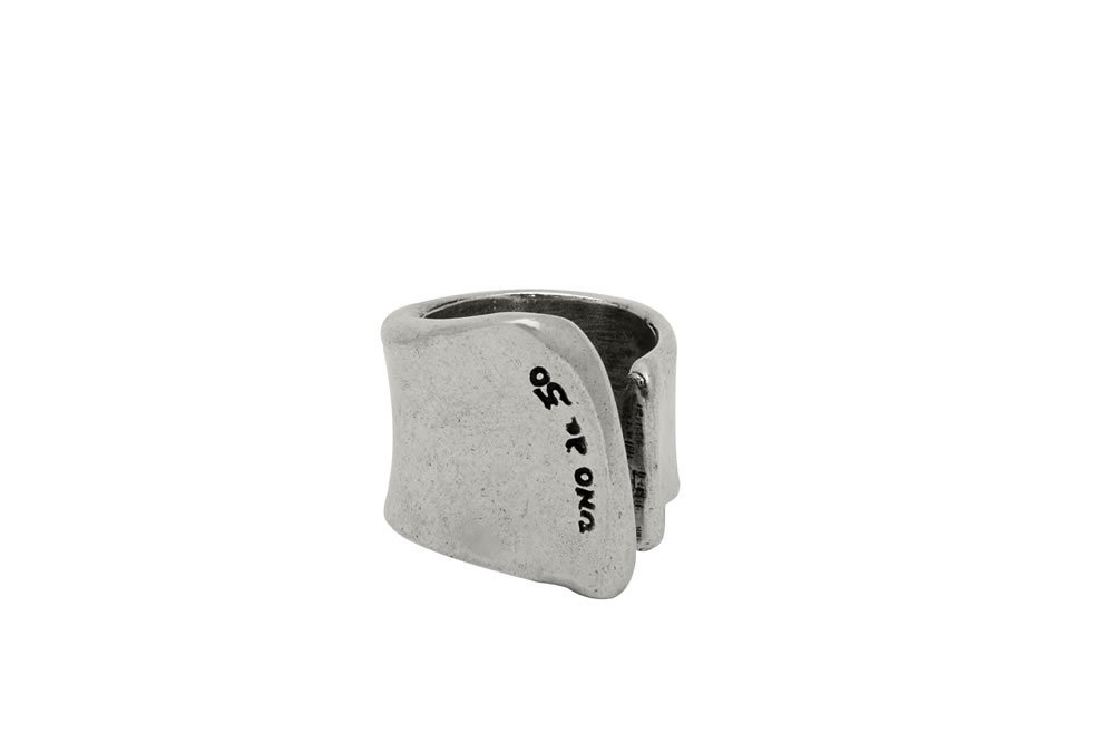 La Grieta ring silver plated by UNOde50