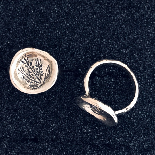Concave Disk Ring With Stamped Wheat Design